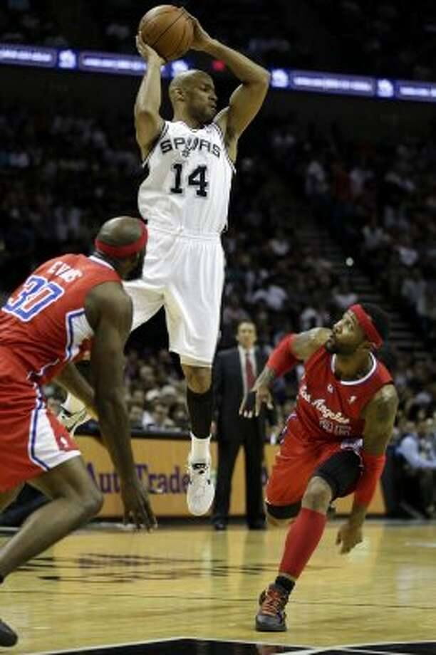 SPURS -- San Antonio Spurs Gary Neal looks to pass the ball as Los Angeles Clippers Reggie Evans, left, and Mo Williams attempt to defend during the first half of game one in the Western Conference semifinals at AT&T Center, Tuesday, May 15, 2012. Jerry Lara/San Antonio Express-News (Jerry Lara / San Antonio Express-News)