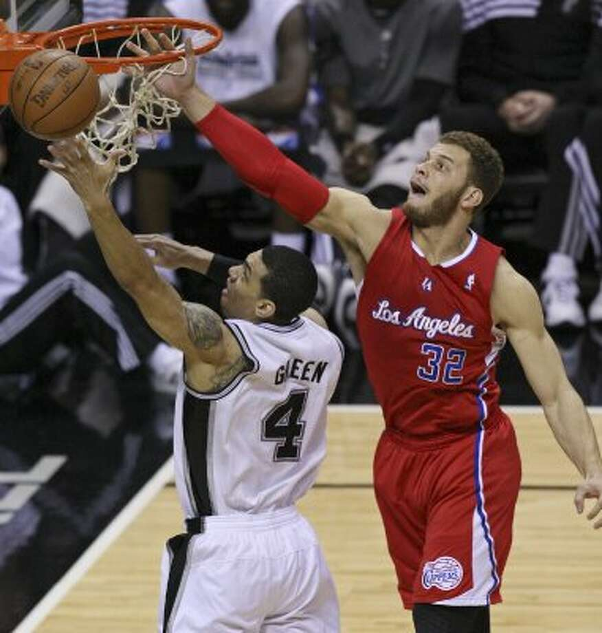 FOR SPORTS - Spurs' Danny Green shoots around Clippers' Blake Griffin during first half action of Game 1 of the Western Conference semifinals Monday May 15, 2012 at the AT&T Center. (PHOTO BY EDWARD A. ORNELAS/SAN ANTONIO EXPRESS-NEWS) (EDWARD A. ORNELAS / SAN ANTONIO EXPRESS-NEWS)
