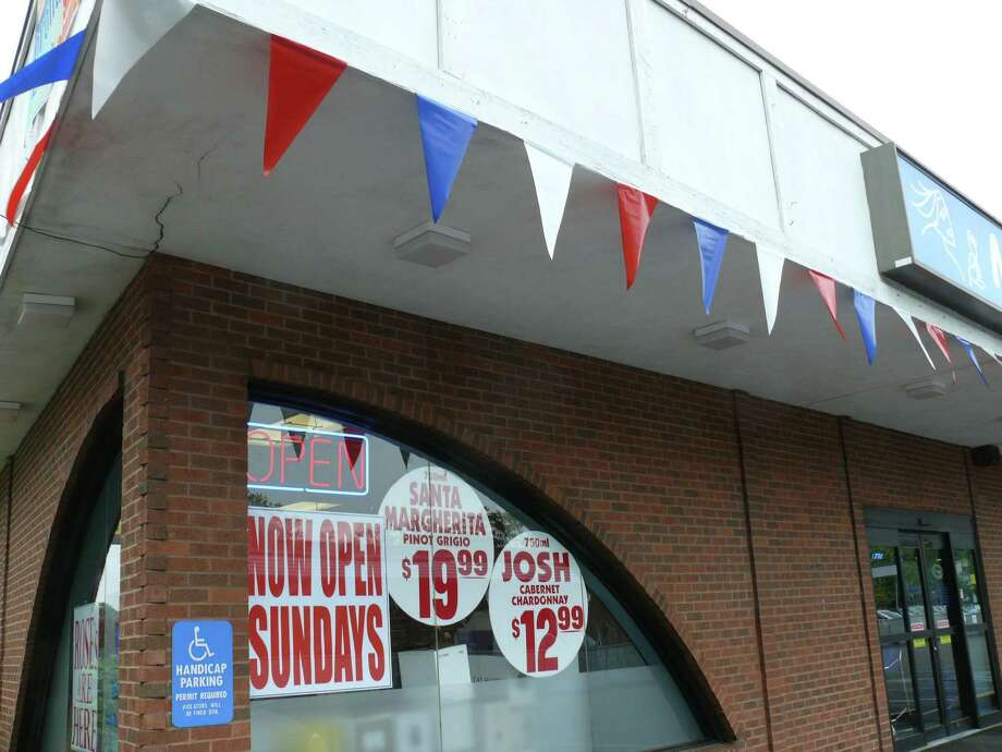 Mo's Wine and Spirits on the Post Road will now open Sundays starting this weekend. Photo: Genevieve Reilly / Fairfield Citizen