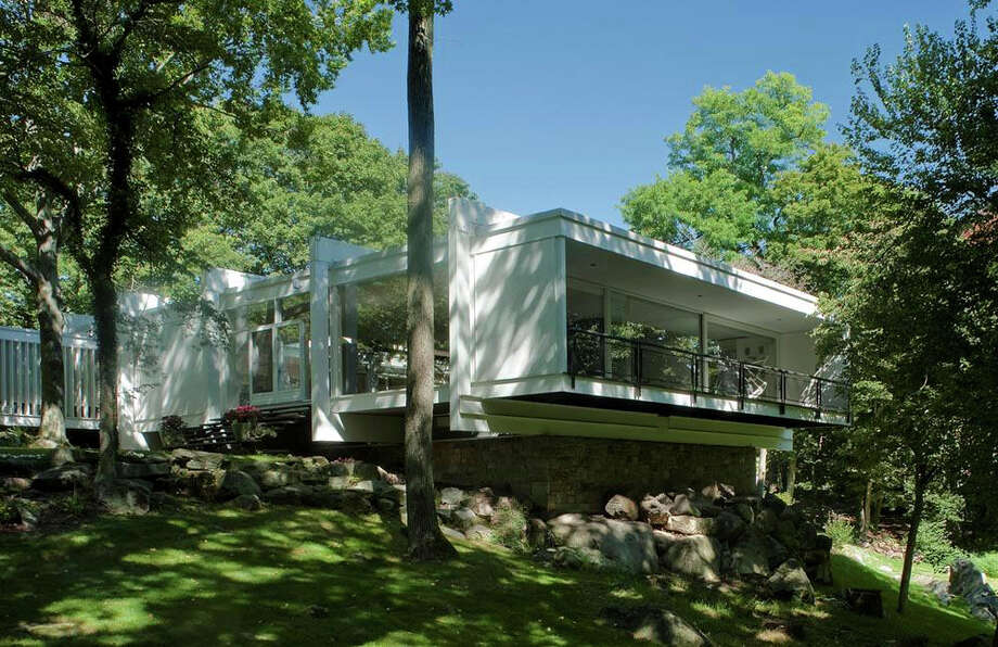 The John Johansen house in Darien will be on the May 20 New Canaan Modern House tour. With its classic symmetry ñ a central pavilion connected by bridges to smaller units on each side, it shows the influence of the Italian architect Palladio. Photo: Contributed Photo
