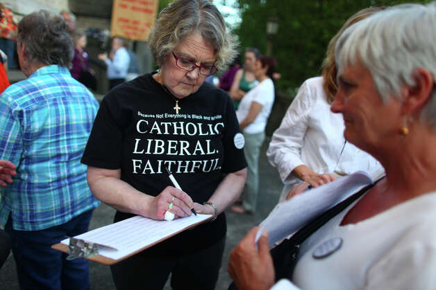 Susan Bannon offers support during a vigil offering support for Catholic nuns. Photo: JOSHUA TRUJILLO / SEATTLEPI.COM