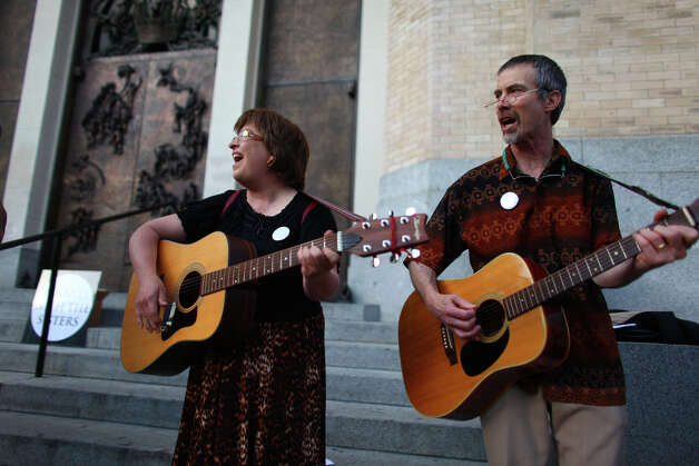 Kathy Wilmering and Chris Covert-Bowlds play guitar during a vigil offering support for Catholic nuns. Photo: JOSHUA TRUJILLO / SEATTLEPI.COM