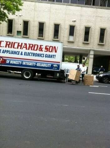 P.C. Richards and Sons delivers washing machines to 333 State. St. May 15, 2012 (Rob Varnon)