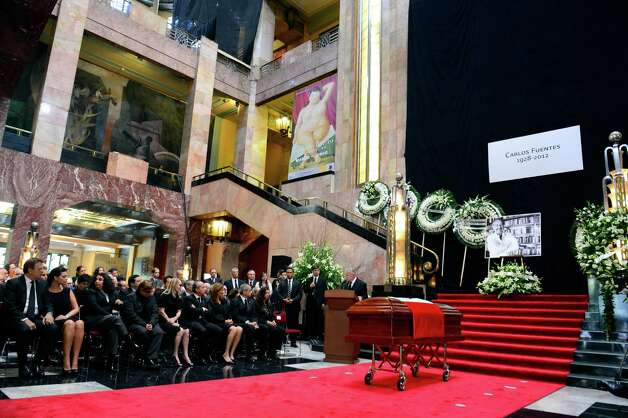 The coffin of Mexican writer Carlos Fuentes is seen during his wake at the Fine Art Palace on May 16, 2012 in Mexico City. Photo: ALFREDO ESTRELLA, AFP/Getty Images / AFP