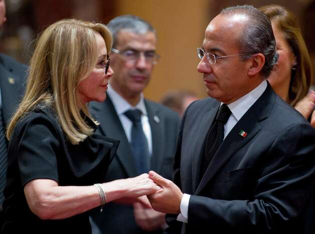 Mexican President Felipe Calderon comforts Silvia Lemus, widow of Mexican writer Carlos Fuentes during his wake at the Fine Art Palace on May 16, 2012 in Mexico City. Photo: ALFREDO ESTRELLA, AFP/Getty Images / AFP