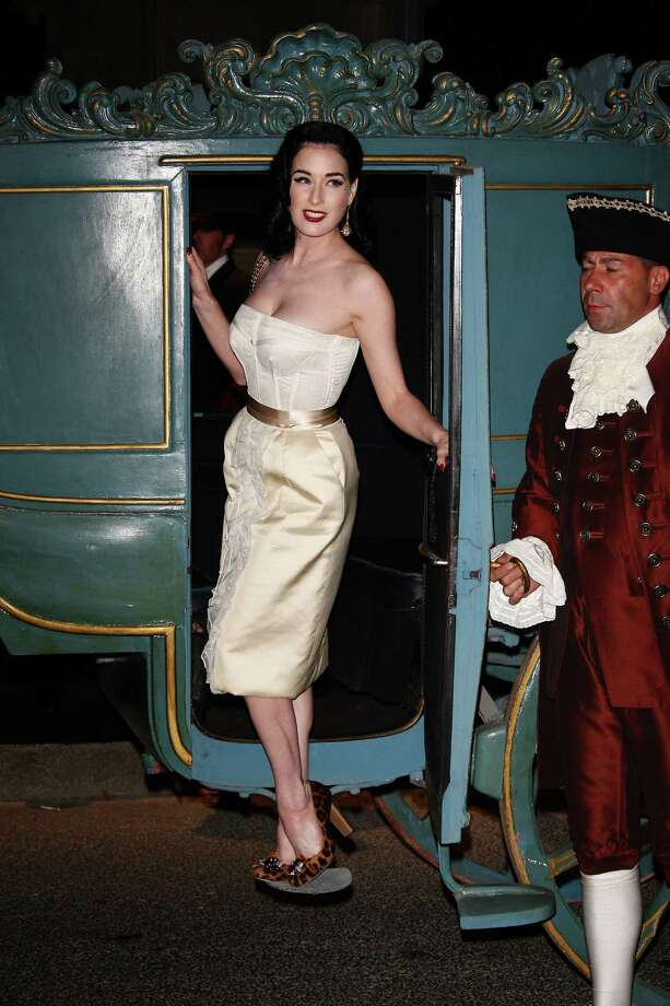 Later that day, Dita makes a grand entrance to an after-party for Dolce & Gabbana. Photo: Vittorio Zunino Celotto, Getty Images / 2008 Getty Images