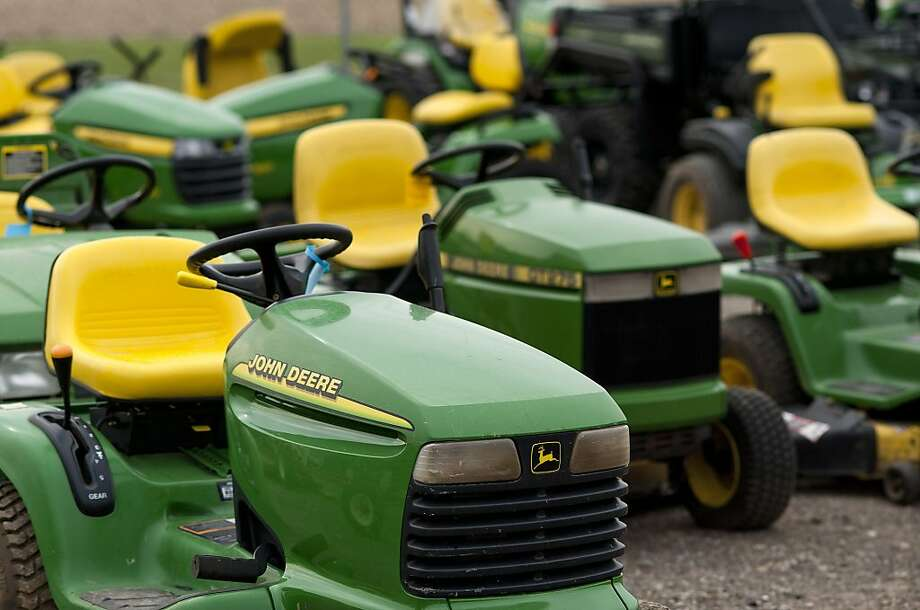 John Deere tractors sit on display at JD Equipment Inc. in Zanesville, Ohio, U.S., on Saturday, May 12, 2012. Deere & Co., the largest maker of agricultural equipment, raised its full-year earnings forecast and posted a fiscal second-quarter profit that topped analysts' estimates after higher crop prices supported U.S. farm incomes. Photographer: Ty Wright/Bloomberg Photo: Ty Wright, Bloomberg