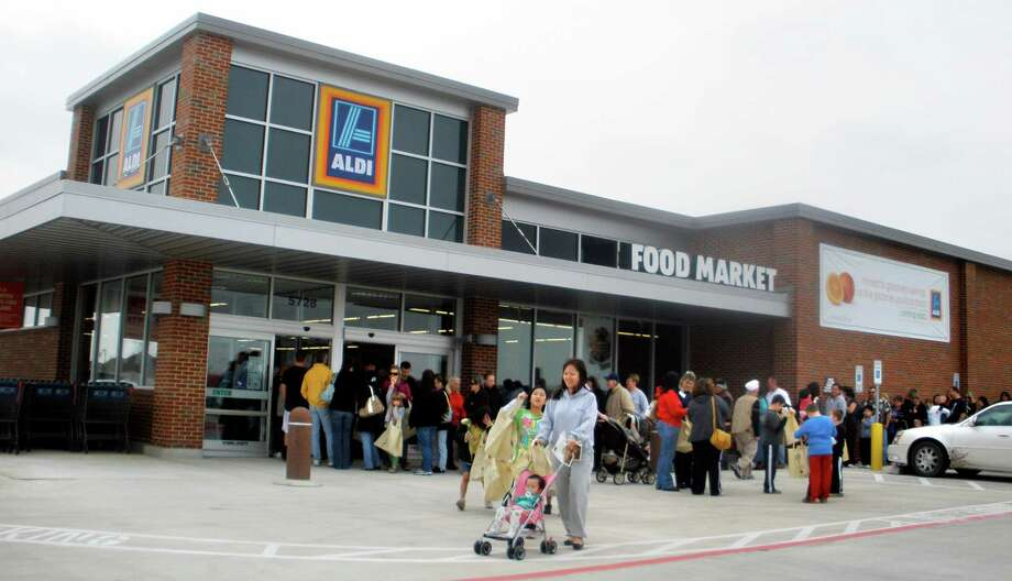 A crowd waits at the opening of an Aldi food market in Fort Worth. Already established in the Dallas-Fort Worth area, the chain will soon enter the Houston area. Photo: Lisa LeVrier