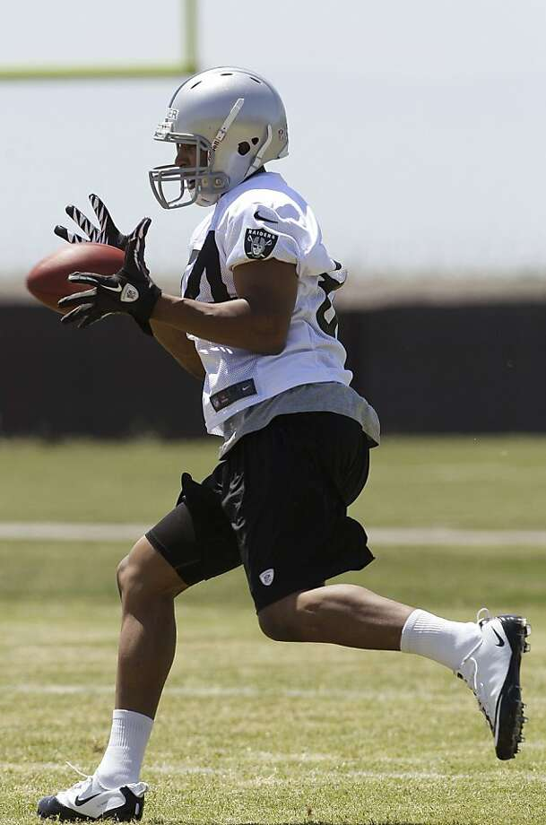 Oakland Raiders rookie wide receiver Juron Criner (84) practices at the NFL football team's training facility in Alameda, Calif., Saturday, May 12, 2012. (AP Photo/Jeff Chiu) Photo: Jeff Chiu, Associated Press
