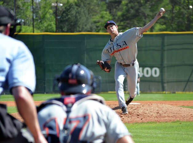 Texas-San Antonio starting pitcher Casey Selsor throws to catcher Colby Braddock during a college baseball game against Stephen F. Austin State in Nacogdoches, Texas, on Friday, March 23, 2012. (AP Photo/The Daily Sentinel, Dustin Anderson) MANDATORY CREDIT Photo: AP