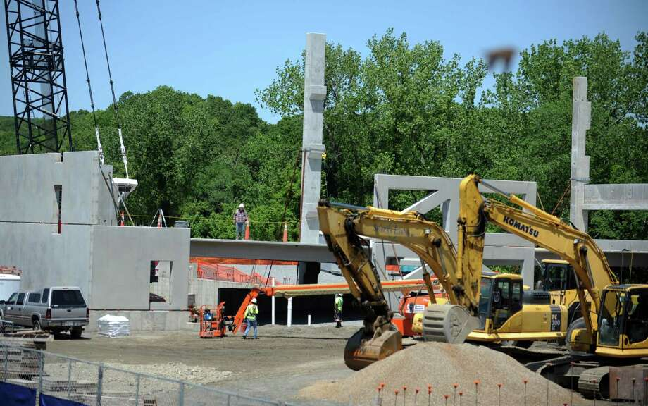 Construction continues Thursday, May 17, 2012 at the site of Avalon Bay's five story, 250 unit apartment complex that will be known as Radcliffe Park in downtown Shelton, Conn.  The parking garage, which will be at the center of the complex, is starting to take shape. Photo: Autumn Driscoll / Connecticut Post