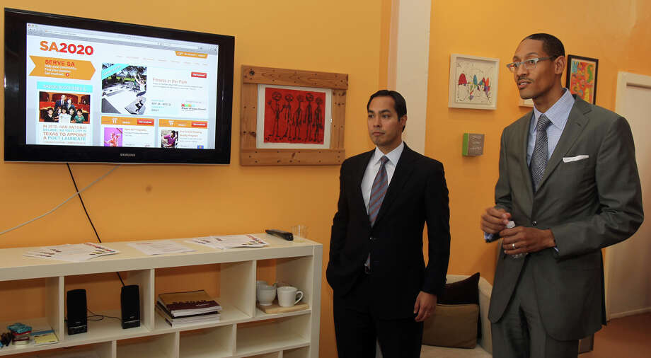 Mayor Julián Castro (left) and SA2020 CEO Darryl Byrd are looking for San Antonians to become involved in the SA2020 effort. Photo: JOHN DAVENPORT, SAN ANTONIO EXPRESS-NEWS