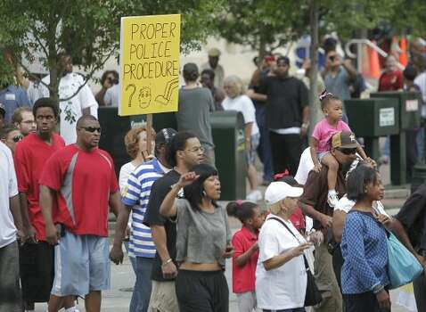 Protesters march. (Mayra Beltran / Houston Chronicle)