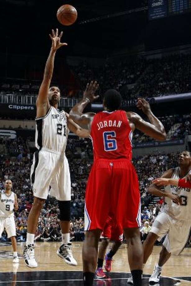 San Antonio Spurs' Tim Duncan (21) shoots over  Los Angeles Clippers' DeAndre Jordan (6) during the first half of game two of the Western Conference semifinals at AT&T Center, Thursday, May 17, 2012.  Jerry Lara/San Antonio Express-News (San Antonio Express-News)