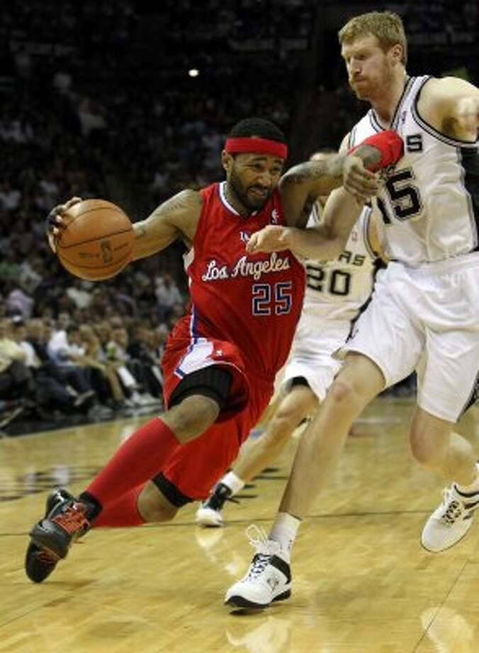 Los Angeles Clippers' Mo Williams (25) drives against San Antonio Spurs' Matt Bonner (15) in the first half of game two of the Western Conference semifinals at the AT&T Center on Thursday, May 17, 2012. Kin Man Hui/Express-News (SAN ANTONIO EXPRESS-NEWS)