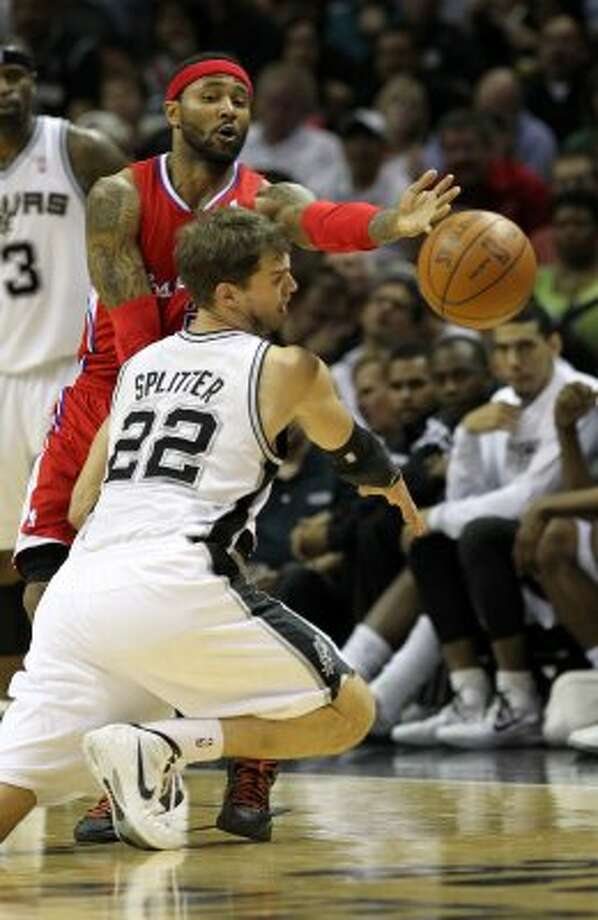 Los Angeles Clippers' Mo Williams (25) passes over San Antonio Spurs' Tiago Splitter (22) in the first half of game two of the Western Conference semifinals at the AT&T Center on Thursday, May 17, 2012. Kin Man Hui/Express-News (SAN ANTONIO EXPRESS-NEWS)