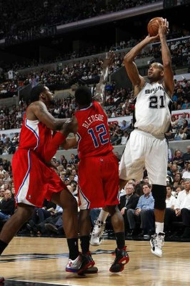 San Antonio Spurs' Tim Duncan (21) shoots over  Los Angeles Clippers' Eric Bledsoe (12) and  Los Angeles Clippers' DeAndre Jordan (6) during the first half of game two of the Western Conference semifinals at AT&T Center, Thursday, May 17, 2012.  Jerry Lara/San Antonio Express-News (San Antonio Express-News)