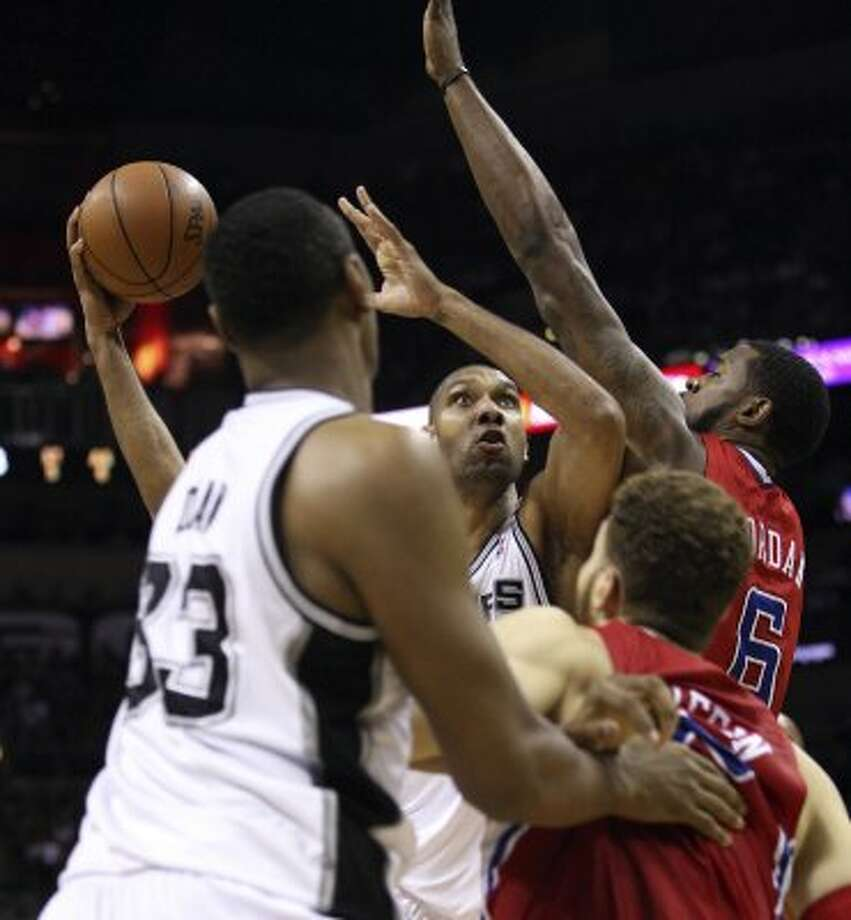 San Antonio Spurs' Tim Duncan (21) shoots in traffic against  Los Angeles Clippers' DeAndre Jordan (6) during the first half of game two of the Western Conference semifinals at AT&T Center, Thursday, May 17, 2012.  Jerry Lara/San Antonio Express-News (San Antonio Express-News)