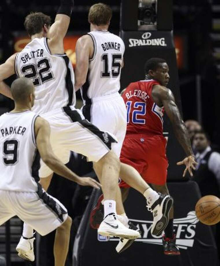 Los Angeles Clippers' Eric Bledsoe (12) passes around San Antonio Spurs' Tiago Splitter (22) and San Antonio Spurs' Matt Bonner (15) during the first half of game two of the Western Conference semifinals at AT&T Center, Thursday, May 17, 2012.  Jerry Lara/San Antonio Express-News (San Antonio Express-News)