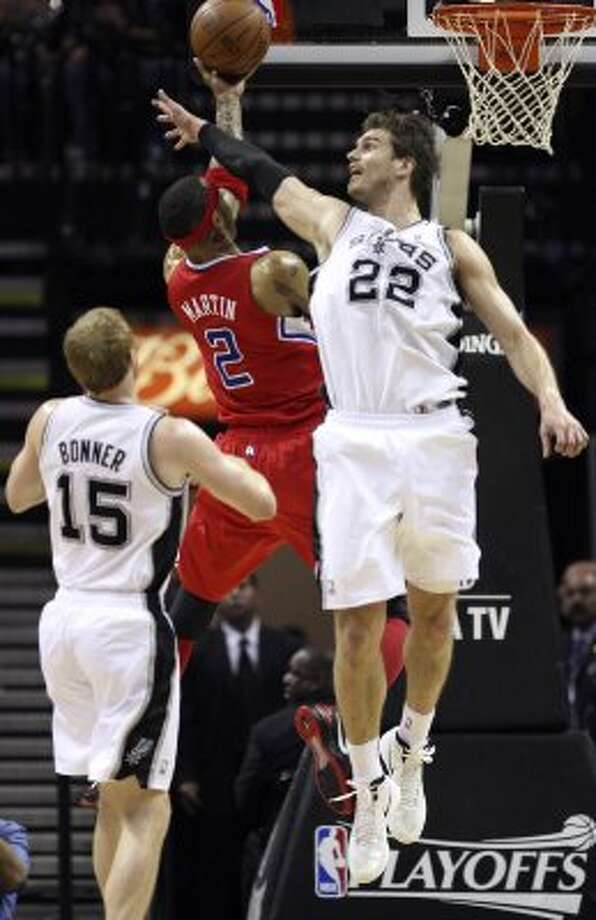 Los Angeles Clippers' Kenyon Martin (2) shoots against San Antonio Spurs' Tiago Splitter (22) during the first half of game two of the Western Conference semifinals at AT&T Center, Thursday, May 17, 2012.  Jerry Lara/San Antonio Express-News (San Antonio Express-News)