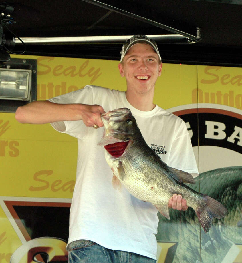18 year old Lance Thompson from Benton, LA took over the lead catching the biggest bass of his life weighing 8.86 lbs.  Truly an amateur angler, this is the very first McDonald's Big Bass Splash he has ever participated in  Photo by Patty Lenderman / Lakecaster