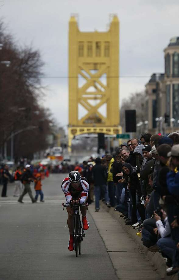 Jeremy Vennell  of Bissell Pro Cycling team heads down the Capitol Mall with the Tower Bridge in the background during the prologue - the opening race of the 2009 Amgen Tour of California bicycle race  in Sacramento, Calif., on Saturday, February 14, 2009. Photo: Michael Maloney, The Chronicle