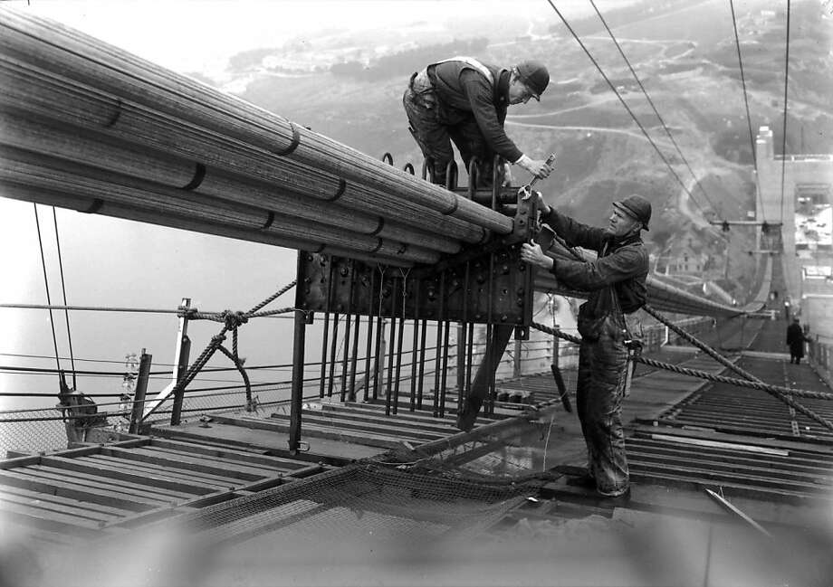 Cable formers kept the 61 main cable bundles in vertical rows on  the Golden Gate Bridge. Photo: Www.goldengate75.org
