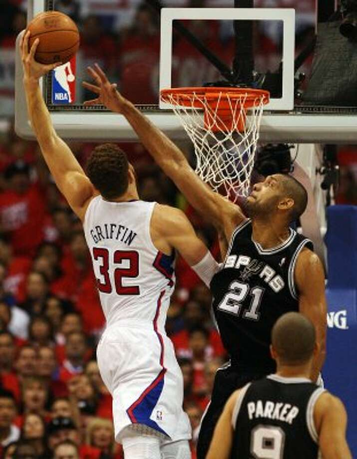 Spurs' Tim Duncan (21) reaches to attempt a block against the Los Angeles Clippers' Blake Griffin (32) in the first half of game three of the Western Conference semifinals at the Staples Center in Los Angeles on Saturday, May 19, 2012.   Kin Man Hui/Express-News (Kin Man Hui / SAN ANTONIO EXPRESS-NEWS)