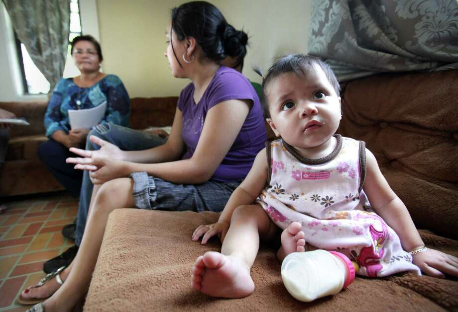 Laura Acosta, center, 23, mother of Miranda Rodriguez, right, 10 mo., discusses solution methods for family disputes with Antonia Garcia, left,  a health promoter from Brownsville Community Health Center.  Affordable health care in the Rio Grande Valley is hard to come by.  Tuesday, May 15, 2012.  Photo/Bob Owen Photo: Bob Owen, San Antonio Express-News / © 2012 San Antonio Express-News