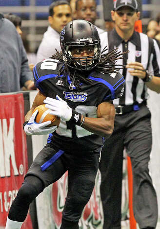 Brent Holmes runs up the sideline as the San antonio Talons play the San Jose Sabercats  on May 19, 2012.  Tom Reel/ San Antonio Express-News Photo: TOM REEL, Express-News / San Antonio Express-News