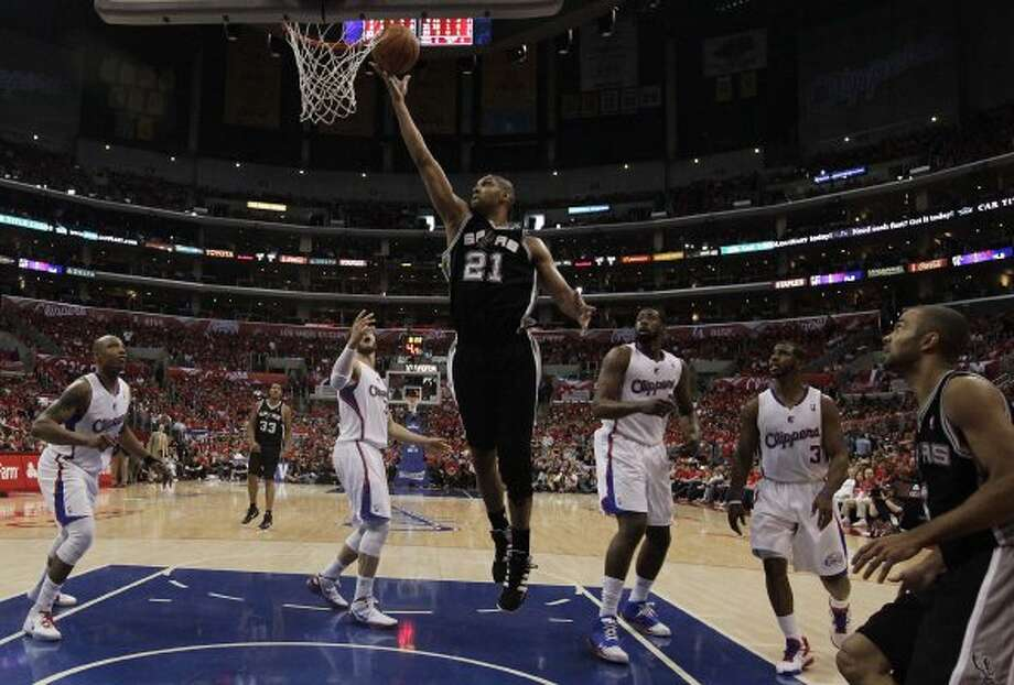 Spurs' Tim Duncan (21) puts up a shot over several Los Angeles Clippers in the second half of game three of the Western Conference semifinals at the Staples Center in Los Angeles on Saturday, May 19, 2012. The Spurs won 96-86.  Kin Man Hui/Express-News (SAN ANTONIO EXPRESS-NEWS)