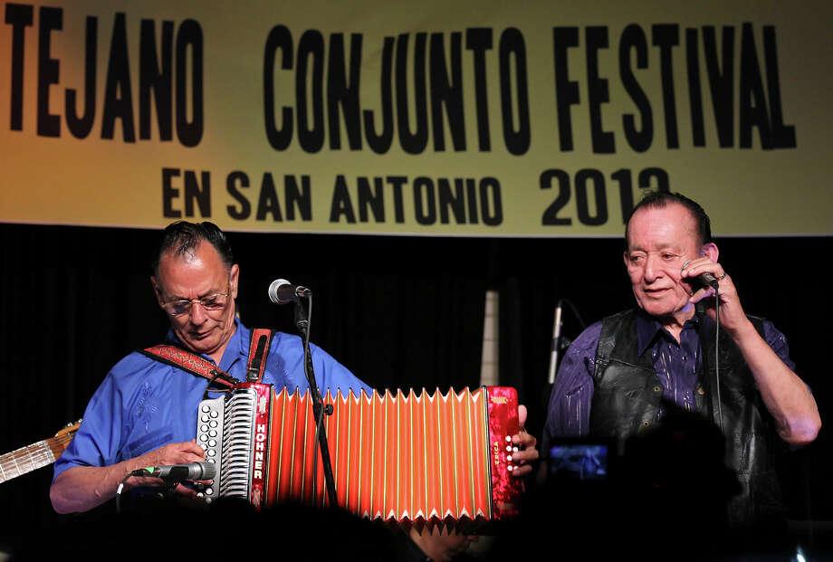 Santiago Jimenez Jr. Familia Y Tradicion