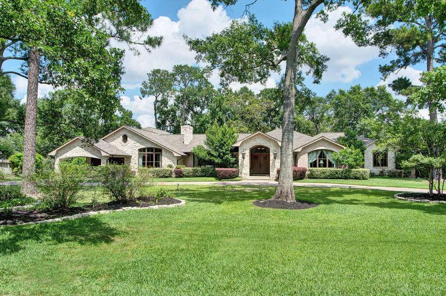 8 Hunters Branch Dr  | Agent: Amanda Schneider | Greenwood King Properties | 713-784-0888 | Photo: GWK