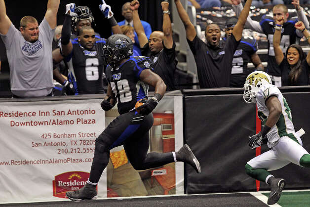 Chad Cook cruises in for a touchdown in the first quarter as the San antonio Talons play the San Jose Sabercats  on May 19, 2012.  Tom Reel/ San Antonio Express-News Photo: TOM REEL, Express-News / San Antonio Express-News