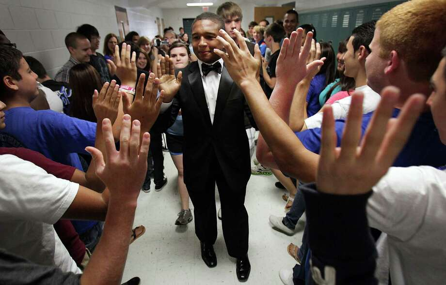 May 2012:MacArthur High School Senior Darik Dillard set a new Guinness World Record of the most high-fives in an hour.  The old record was 1,362 and he was able to get 2,215 high-fives as he ran down the halls of the school.  Photo: BOB OWEN, Bob Owen / © 2012 San Antonio Express-News