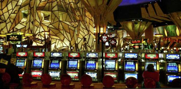 Few gamblers are found on the floor of the Mohegan Sun Casino on Thursday, Nov. 19, 2009. Photo: Phil Noel / Connecticut Post