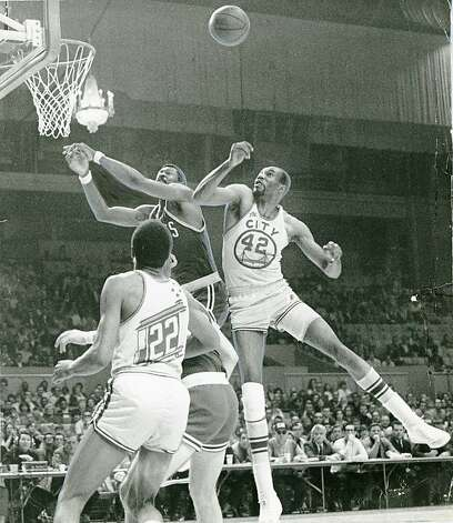 Nate Thurmond fights for a rebound for the San Francisco Warriors. March 21, 1969. Photo: Jerry Telfer, The Chronicle