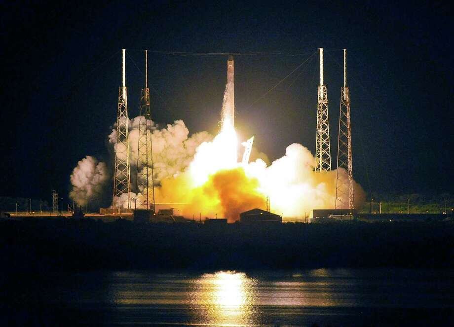 SpaceX's Falcon 9 rocket heads for space carrying the company's Dragon spacecraft from pad 40 at Cape Canaveral, Fla., on May 22, 2012. Photo: BRUCE WEAVER, AFP/Getty Images / AFP