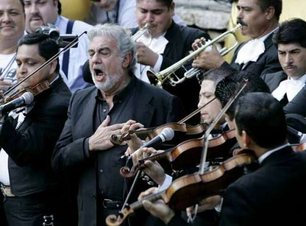 Placido Domingo, second from left, sings the national anthem during the San Antonio Spurs' river parade, celebrating winning the NBA Basketball Championship, in San Antonio, Sunday, June 17, 2007.  (AP Photo/Eric Gay) (AP)