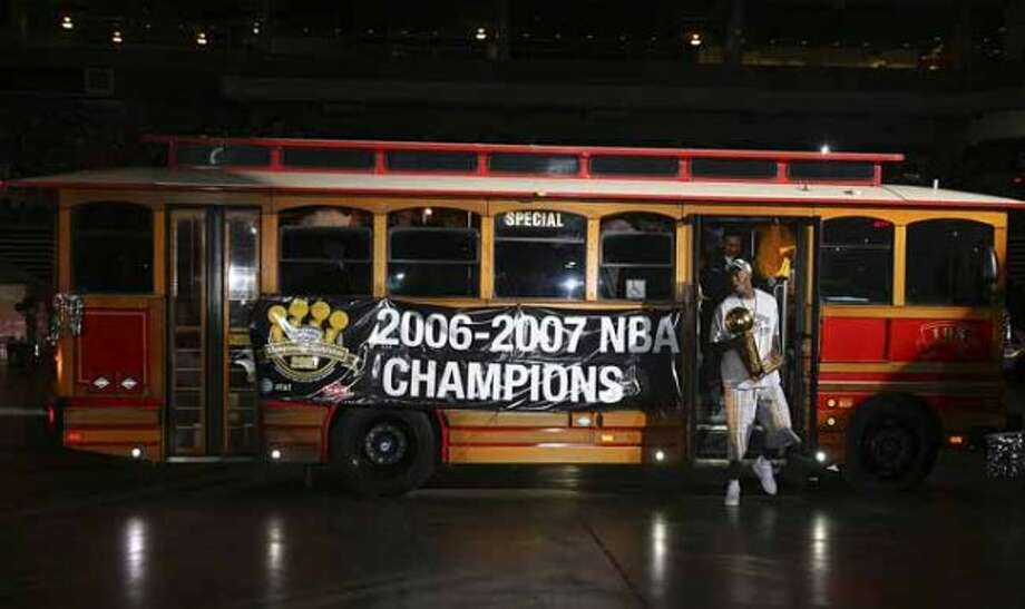 San Antonio Spurs Francisco Elson carries one of the team's four NBA Championship torphies during a celebration at the Alamodome on Sunday, June, 17, 2007.  ( EDWARD A. ORNELAS  STAFF ) (SAN ANTONIO EXPRESS-NEWS)