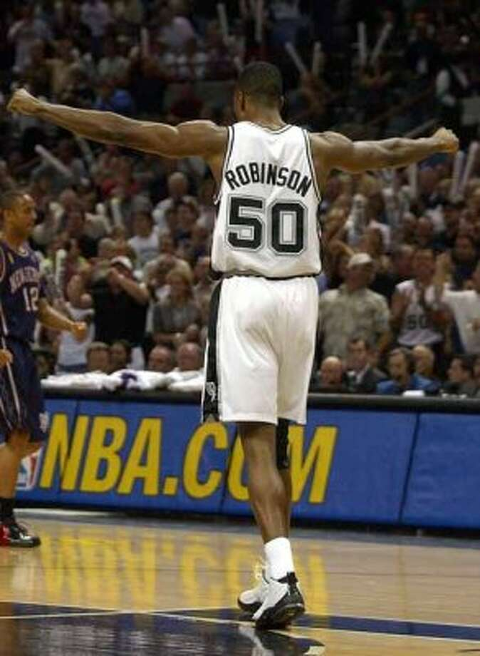 David Robinson gestures during fourth quarter action of game six of the NBA Finals at the SBC Center in San Antonio on Sunday, June 15, 2003. (Kin Man Hui/Staff) (SAN ANTONIO EXPRESS-NEWS)