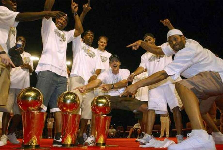 FOR METRO - Members of the Spurs celebrate with the the three Championship trophies during the celebration at the Alamodome Saturday June 25, 2005. FOR PHOTO BY EDWARD A. ORNELAS (SAN ANTONIO EXPRESS-NEWS)