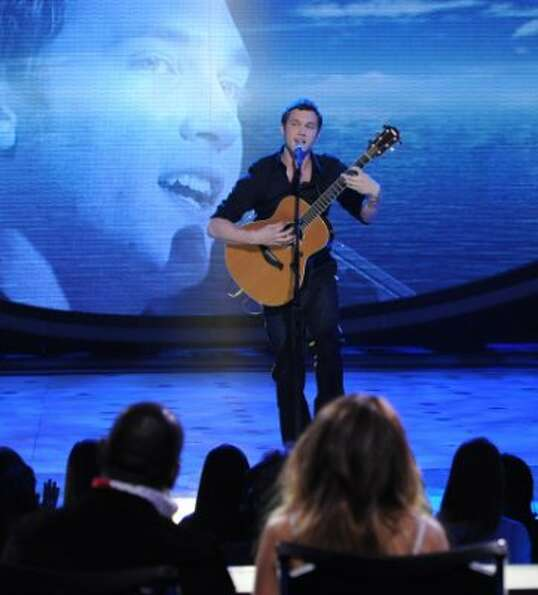AMERICAN IDOL:  Phillip Phillips performs in front of the Judges on AMERICAN IDOL airing Tuesday, Fe