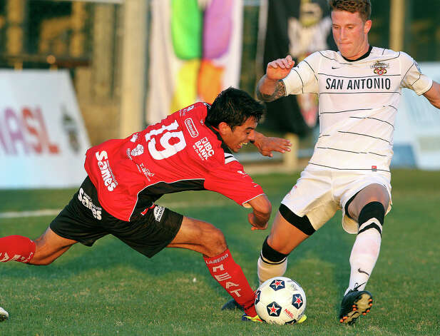 Laredo's Omar Lopez stretches in on the ball against Wes Knight as the San Antonio Scorpions play the Laredo Heat in a U.S. Open Cup game at Blossom Soccer Stadium on May 22, 2012. Photo: Tom Reel, Express-News / ©2012 San Antono Express-News