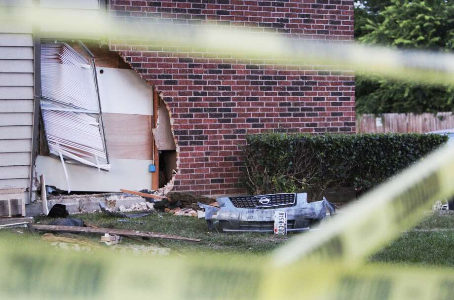 A car plowed into an apartment building in the 22000 block of Imperial Valley near FM 1960 early Wednesday morning. Photo: Mayra Beltran, Houston Chronicle