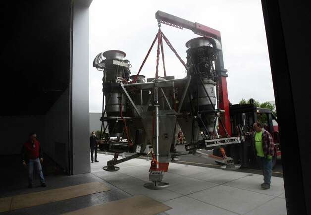 A crane carries Charon, a vehicle that commercial spaceflight company Blue Origin used to test vertical takeoff and landing, into the Seattle Museum of Flight's Space Gallery on Tuesday, May 23, 2012. Photo: Aubrey Cohen/seattlepi.com