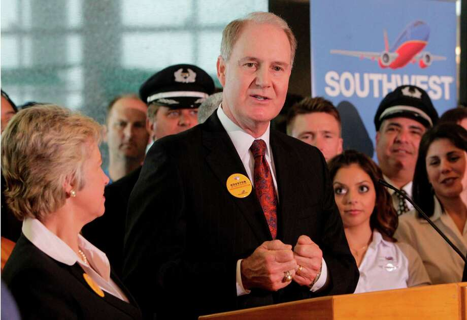 Mayor Annise Parker and Southwest Airlines CEO Gary Kelly announce the expansion of Hobby airport with an international terminal at Hobby Airport on Wednesday, May 23, 2012, in Houston. Photo: Mayra Beltran, Houston Chronicle / © 2012 Houston Chronicle