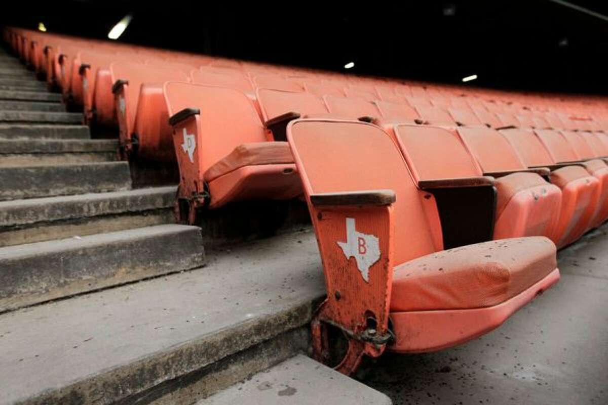 Seats are covered in dust inside the Astrodome. (Mayra Beltran / Houston Chronicle)