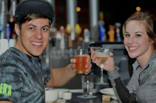 PUB_CRAWL_YARD_HOUSE_MAY_ 2012. VIctor Pitts and Katy Jones at Yard House. Photo By Xelina Flores-Chasnoff Photo: Xelina Flores-Chasnoff