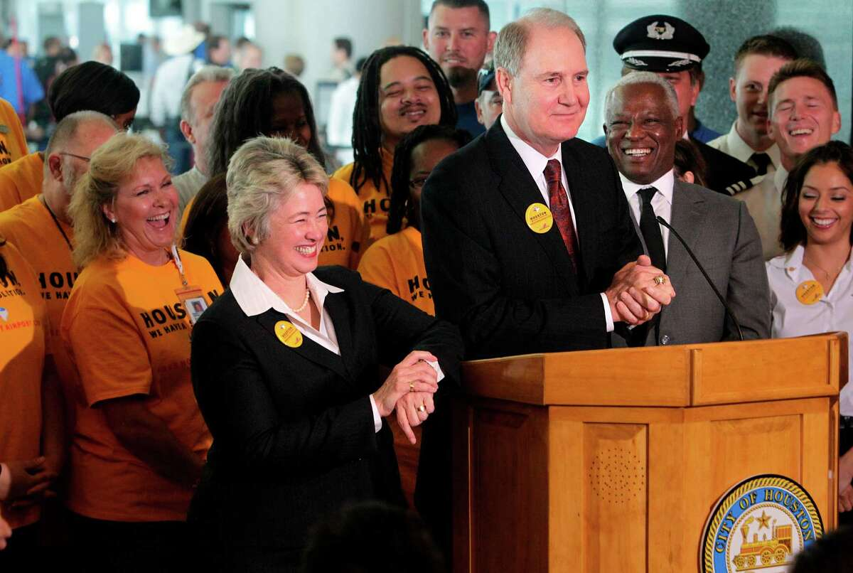 Mayor Annise Parker and Southwest Airlines CEO Gary Kelly announce the expansion plan to add international gates at Hobby Airport on Wednesday.